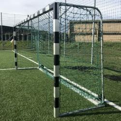 Labdarúgó-kapu, ALU, 5x2m, ellensúlyos, gurítható, tűzihorganyzott vasalattal Sportszer Drenco